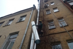 Монтаж вентиляционных каналов альпинистами
